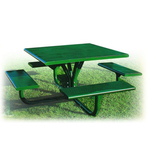 """שולחן קק""""ל ממתכת מחוררת מבית פיברן המומחים בייצור והתקנת ריהוט רחוב"""