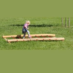 מתקן איזון ושיווי משקל לפעוטות מעץ רוביניה | פיברן מתקני משחק וריהוט רחוב