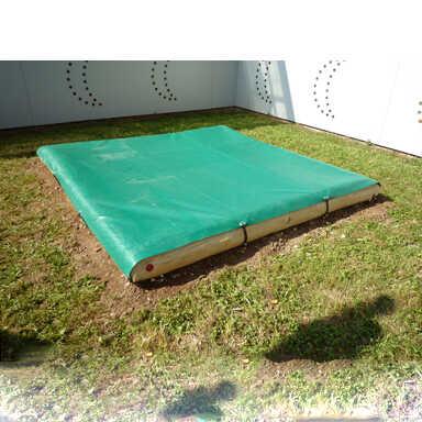 ארגז חול קטן למשחק עם כיסוי מעץ רוביניה | פיברן מתקני משחק וריהוט רחוב